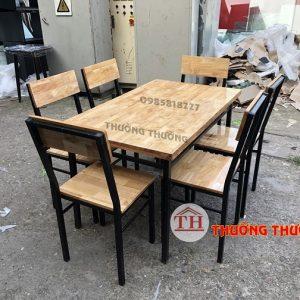 bộ bàn ghế gỗ ăn cao su